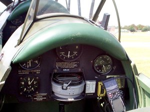 DeHavilland DH82B, control panel